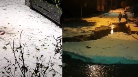 Improvvisa e violenta grandinata nelle Marche: il ghiaccio copre le strade per mezzo metro