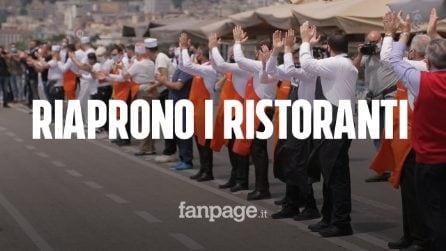 Napoli, flash mob sul lungomare per la riapertura dei ristoranti nella Fase 2 Covid