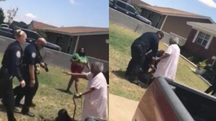 Puntano la pistola contro il nipote: la nonna esce di casa per difenderlo e rischia di cadere