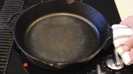 Come pulire e sgrassare le padelle in ghisa