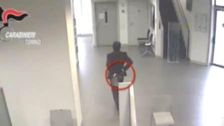 Torino, armato rapina banca e scappa in auto: arrestato dai carabinieri