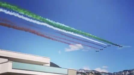 Trento, lo spettacolo delle frecce Tricolori: il cielo azzurro dipinto con il tricolore