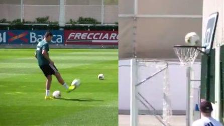 Canestro con i piedi: che colpo di Cristiano Ronaldo