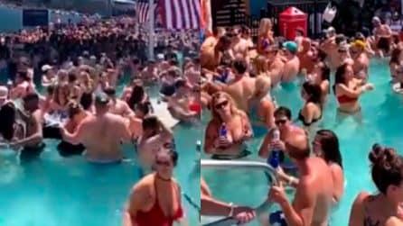Mega party in piscina senza alcun distanziamento: le immagini che fanno discutere negli Stati Uniti