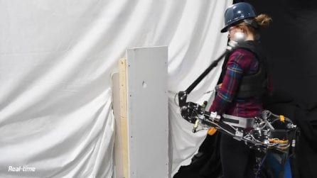 Il braccio robot che raccoglie frutta e tinteggia al posto tuo