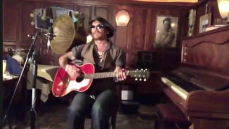 Johnny Depp canta The Times They Are A-Changin' di Bob Dylan