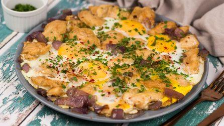 Pollo e uova in padella: il piatto unico pieno di sapore e facile da preparare!