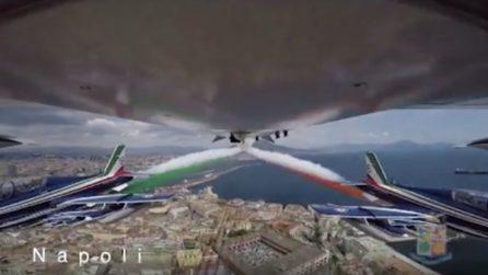 Napoli, lo spettacolo delle frecce tricolore in cielo: il video ravvicinato dell'aeronautica