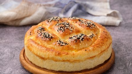 Giant fluffy focaccia: an easy recipe to try!