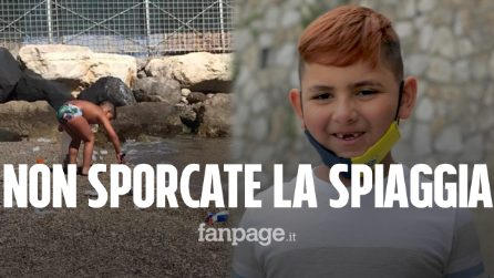 """Christian a 7 anni pulisce la spiaggia di Castellammare dalla plastica: """"Basta inquinamento"""""""