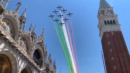 #AbbraccioTricolore giorno 5, le Frecce su Loreto e Venezia