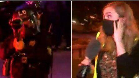 George Floyd, poliziotto apre il fuoco sulla giornalista in diretta tv: spray al pepe