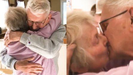 Sposati da 60 anni, non si vedevano da settimane ma il loro amore li ha fatti ritrovare