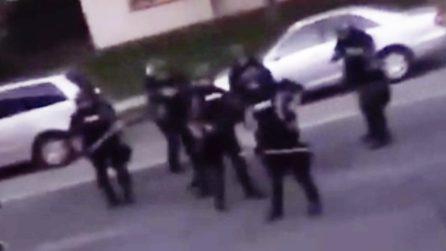"""""""Restate dentro"""", agenti sparano proiettili di gomma contro chi esce dalla propria casa a Minneapolis"""