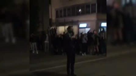 Avellino, il sindaco Gianluca Festa con centinaia di ragazzi: cori anti-Salerno e assembramenti