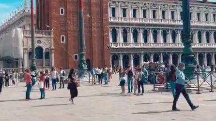 Venezia, turisti affollano piazza San Marco