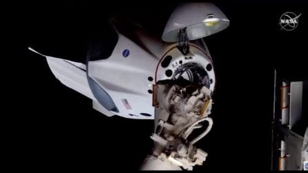 Space X, le immagini dell'attracco della Crew Dragon alla ISS