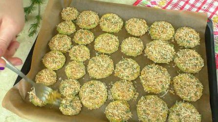 Chips di zucchine impanate: la ricetta del contorno veloce e saporito