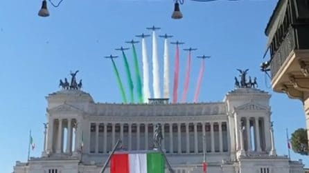 Festa della Repubblica, le Frecce Tricolori sorvolano l'Altare della Patria