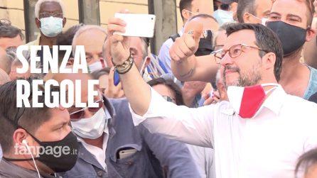 Tra selfie, assembramenti e tensioni, la piazza di Salvini e Meloni finisce nel caos