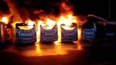 Roma, bruciano gli autobus nel deposito Atac