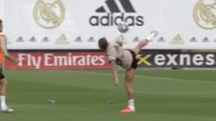Sergio Ramos, stop di tacco fenomenale: lascia i compagni increduli