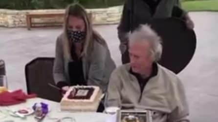 """I suoi cari vogliono festeggiarlo, Clint Eastwood: """"Smettetela"""""""