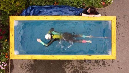 """L'atleta paralimpico si allena in una """"piscina-tapis roulant"""""""