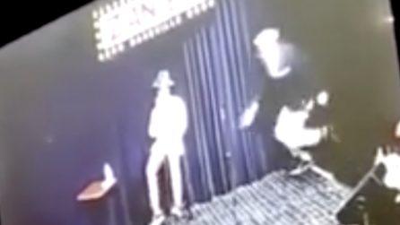 Sviene sul palco durante l'esibizione: portato in ospedale, scopre di avere il coronavirus