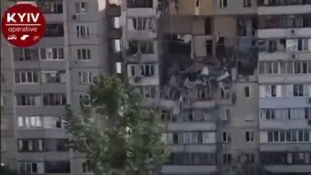 Kiev, violenta esplosione squarcia un edificio di 9 piani
