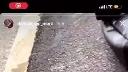 Incidente in moto per Daniele Dal Moro, il video girato poco dopo l'impatto