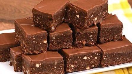 Quadrotti al cioccolato e nocciole senza cottura: pronti in 30 minuti!