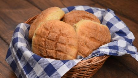 Melon pan: learn hot to male che classic Japanese sweet bread in no-time!