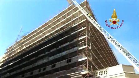 Roma, incendio al palazzo del Ministero del Lavoro: l'intervento dei vigili del fuoco