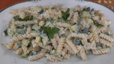 Fusilli con zucchine e yogurt: la ricetta del primo piatto cremoso