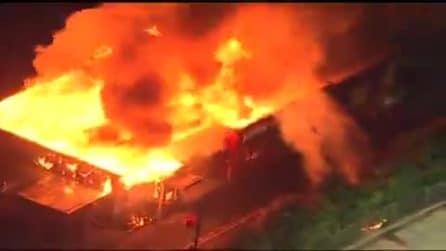 Atlanta, notte di proteste dopo la morte di Rayshard Brooks: incendiato il ristorante Wendy's,