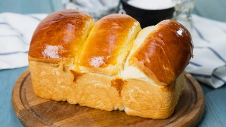 Fluffy milk bread: how to make it fluffy and moist like never before!