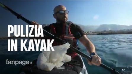 """La missione di Francesco, in kayak per ripulire il mare: """"Troppi rifiuti, piango dalla rabbia"""""""