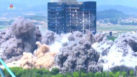 Nord Corea, la tv di Stato mostra esplosione ufficio collegamento