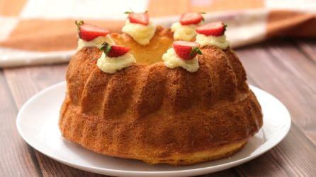 Torta baba' con crema pasticcera e fragole: il dolce soffice e goloso che conquisterà tutti!