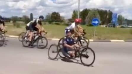 Prima dell'arrivo a Brolio e dell'incidente, Alex Zanardi correva insieme ai ciclisti in strada