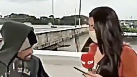 Giornalista viene rapinata in diretta tv: ladro si avvicina con un coltello e la deruba