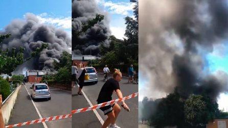 Spaventoso incendio nel livornese, famiglie vengono fatte evacuare