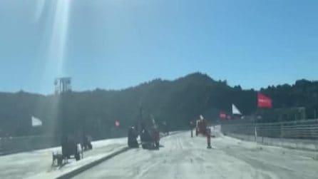 Genova, la prima auto attraversa il nuovo ponte Morandi