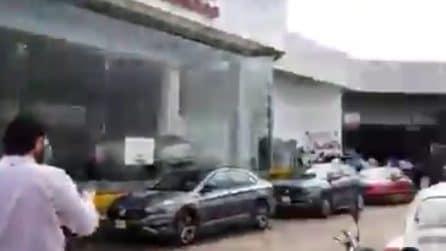 Terremoto in Messico: le pareti degli edifici tremano in modo spaventoso
