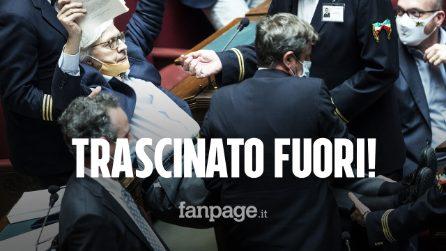Vittorio Sgarbi trascinato fuori dall'Aula della Camera: parole pesanti contro la magistratura