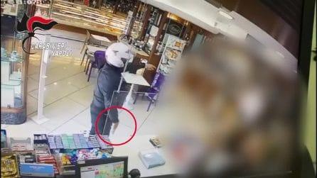 Napoli, il rapinatore zoppica: incastrato dalle telecamere