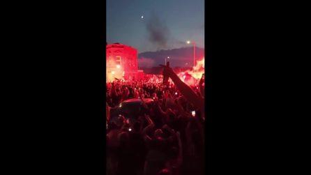 Liverpool campione d'Inghilterra, migliaia di tifosi in strada senza distanziamento