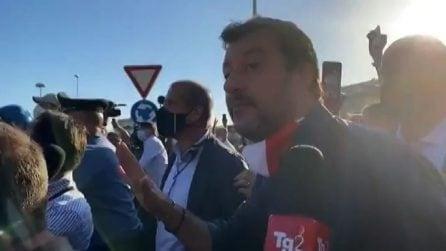 Matteo Salvini contestato al suo arrivo a Mondragone (Ce)