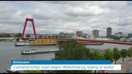 La nave cargo è troppo alta: i container sbattono contro il ponte